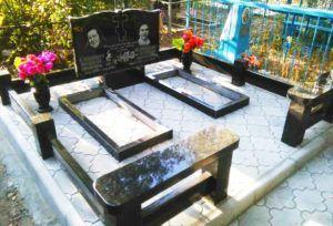 Горизонтальный памятник №107 | Благоустройство могил. Цоколи. Скамейка.