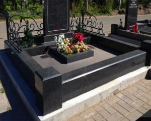 Гранитный цоколь на могилу - Pomnivek.by